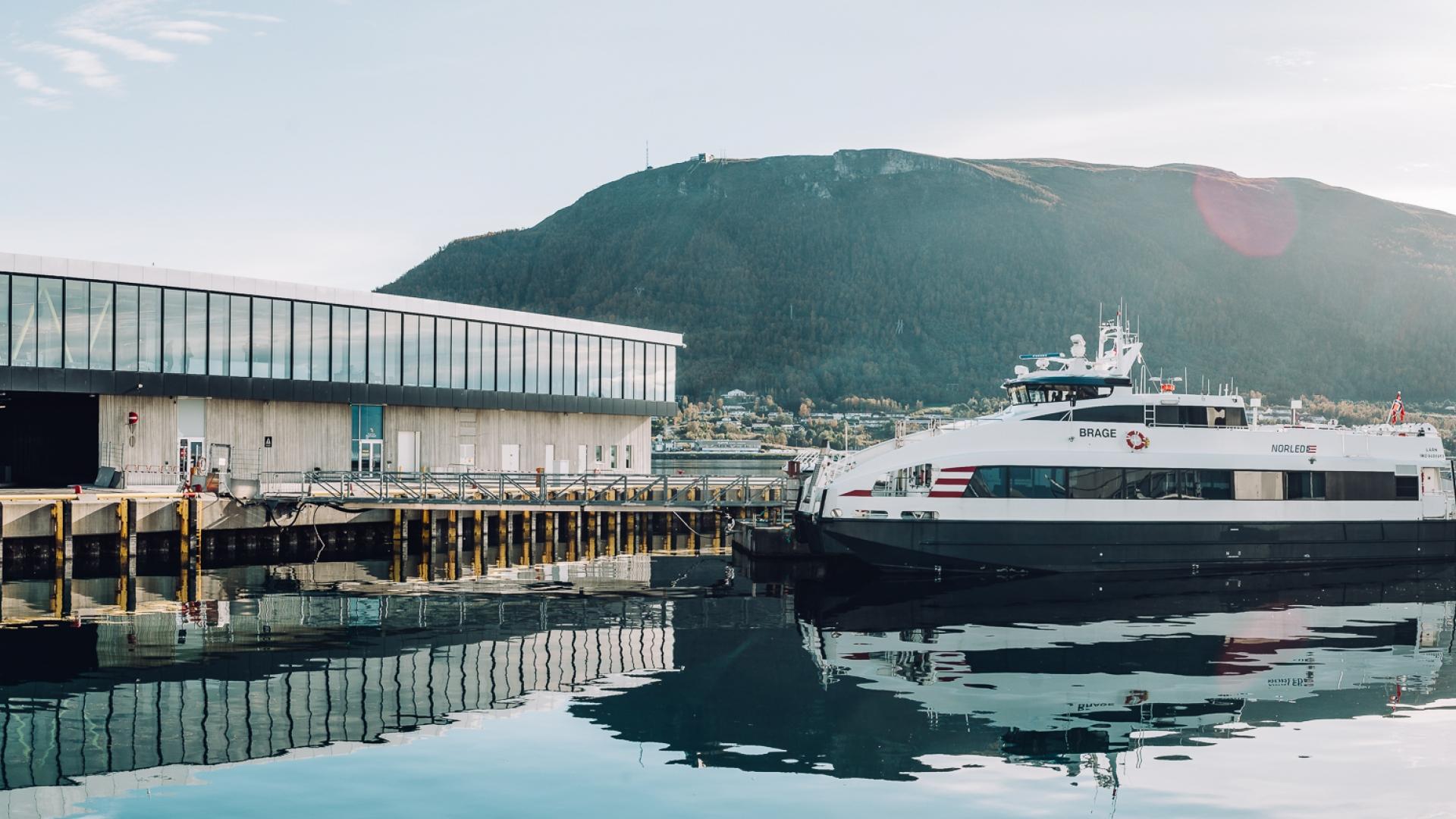 Båt Tromsø Finnsnes Pris