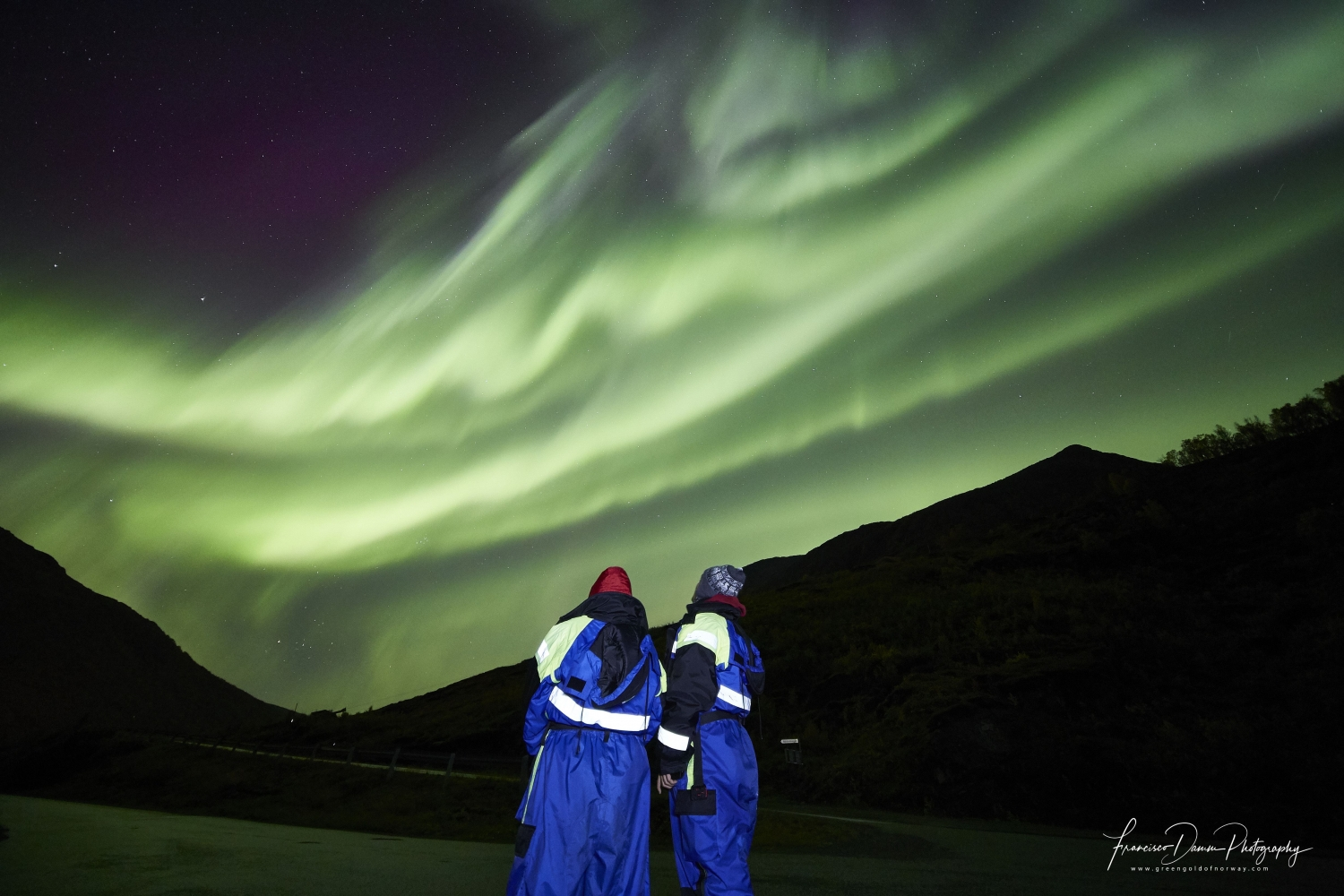 two people whatching the northern lights