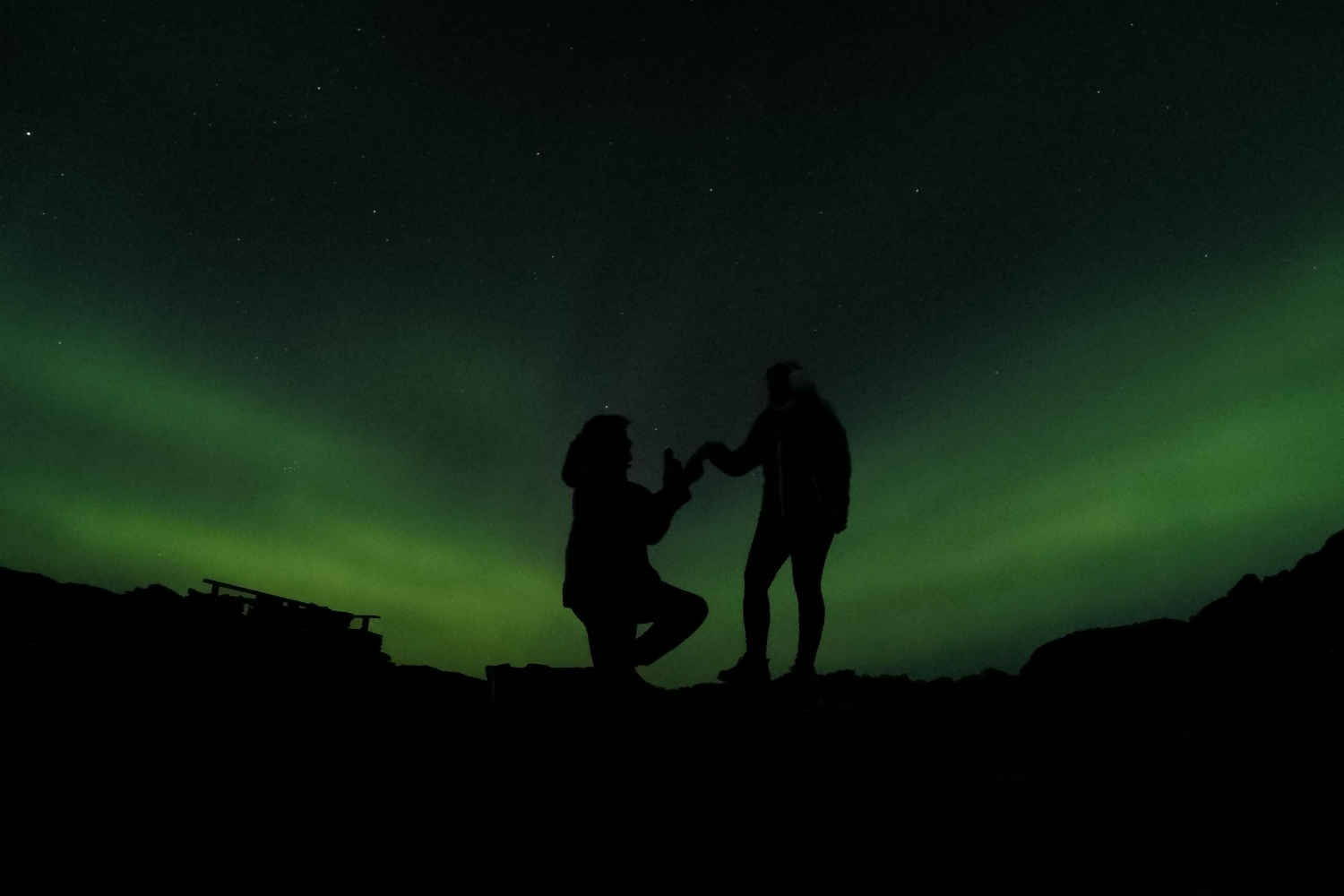 Romantic proposal below the Northern Lights