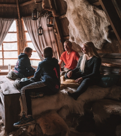 Family in lavvo